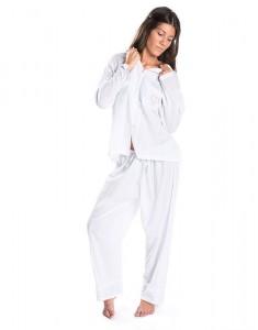 Modelo con pijama