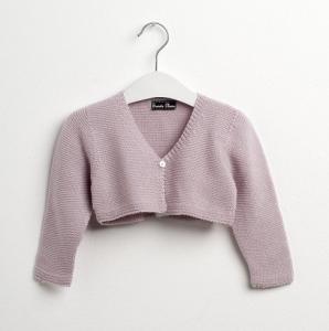 chaqueta rosa en percha