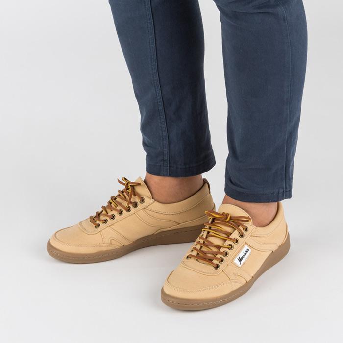 Foto de calzado con modelo